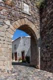 Grodzka brama w średniowiecznych Castelo De Vide fortyfikacjach Zdjęcie Royalty Free