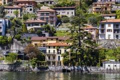 Grodzki Colonno na Como jeziorze w Włochy Obraz Royalty Free