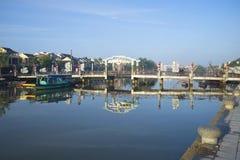 Grodzki most przez Thu bonu rzekę w wczesnym poranku hoi Vietnam Obraz Stock