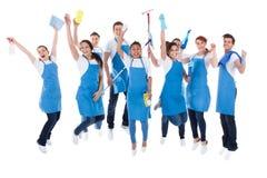 Große aufgeregte Gruppe verschiedene Hausmeister Lizenzfreies Stockbild