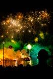 Große Drache-Parade angeschlossen mit den Feuerwerken Stockbilder