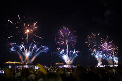 Große Feuerwerke an Copacabana-Strand Lizenzfreies Stockbild