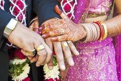 Große hindische, Sie jetzt heiratend, sind sind Horizontall Stockfotos