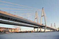 Große Obukhovsky-Brücke (Kabel-geblieben) Lizenzfreies Stockbild
