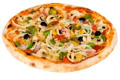 Große Party-Pizza Salami, Pilze und GemüseiSO Stockbild