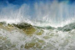 Große Welle, die Wasser spritzt Stockbilder