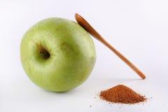 Groen appel en kaneelpoeder Royalty-vrije Stock Fotografie