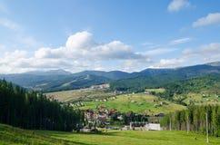 Groen berglandschap royalty-vrije stock afbeeldingen