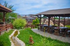 Groen de Zomerrestaurant Bulgarije van het panoramaplatteland Stock Afbeelding