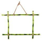 Groen die bamboekader op witte achtergrond wordt geïsoleerd. Royalty-vrije Stock Afbeeldingen