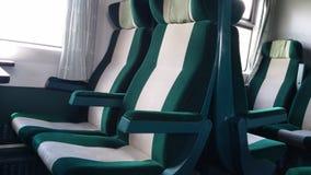 Groen en grijze treinzetels - stock fotografie