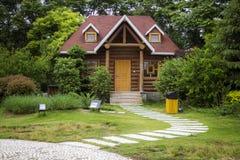 Groen en huis Royalty-vrije Stock Afbeelding