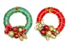 Groen en rode Kerstmiskronen royalty-vrije stock afbeelding