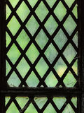 Groen gebrandschilderd glasvenster met regelmatig blokpatroon royalty-vrije stock afbeelding