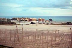 Groen huis dichtbij Middellandse Zee stock foto's