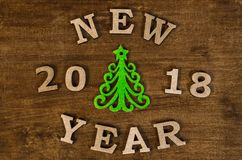 Groen Kerstboom en teken Nieuw jaar van houten brief Royalty-vrije Stock Fotografie
