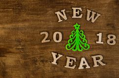Groen Kerstboom en teken Nieuw jaar van houten brief Stock Fotografie