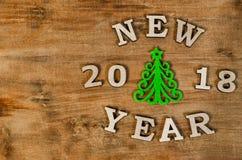 Groen Kerstboom en teken Nieuw jaar van houten brief Royalty-vrije Stock Foto's
