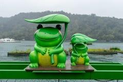 Groen Kikkerstandbeeld stock afbeeldingen
