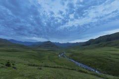 Groen landschap na zonsondergang Stock Foto