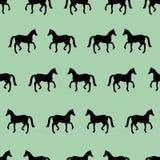 Groen naadloos patroon met zwarte paardensilhouetten Stock Foto