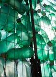 Groen plastic fles recycling royalty-vrije stock afbeeldingen