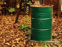 Groen vat in de herfst stock afbeeldingen