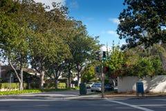 Groen verkeerslicht op een zonnige middag in Palo Alto stock afbeeldingen