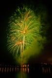 Groen vuurwerk op meer Royalty-vrije Stock Fotografie