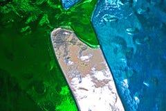 Groenachtig blauwe en witte kleuren van een gebrandschilderd glasvenster royalty-vrije stock foto's