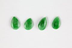 Groenachtig druppeltje-vormig een type-Jade parelt Royalty-vrije Stock Afbeeldingen