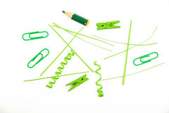 Groenboekbesnoeiingen, stukken en wasknijpers op wit Royalty-vrije Stock Foto's