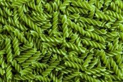 Groene achtergrond van ruwe macaroni royalty-vrije stock foto