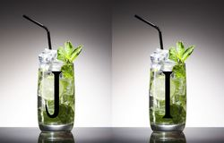 Groene alcohol, blad, munt, mojito, niemand, opruier, mixology, mojito, rum, smakelijke suiker, tequila, wodka, whisky stock afbeelding