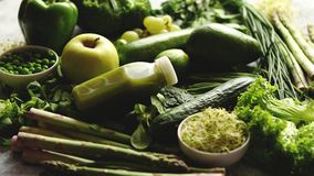 Groene anti-oxyderende organische groenten, vruchten en kruiden stock videobeelden