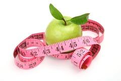 Groene appel en het meten van band Stock Fotografie