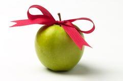 Groene appel en rode lintboog Royalty-vrije Stock Fotografie