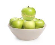 Groene appel met geïsoleerde meting Stock Fotografie