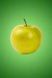 Groene appel op groen Royalty-vrije Stock Afbeeldingen