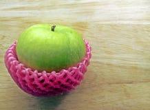 Groene appel op houten achtergrond Stock Foto