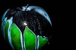 Groene appel op zwarte achtergrond royalty-vrije stock foto