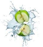 Groene appel in water Royalty-vrije Stock Foto's