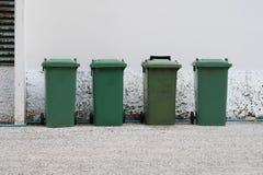 Groene bakken in de straat Stock Foto's