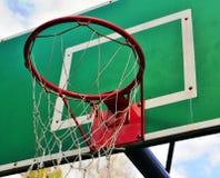 Groene baskeetballring met een net Stock Fotografie
