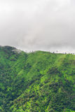 Groene berg en raincloud Royalty-vrije Stock Afbeelding
