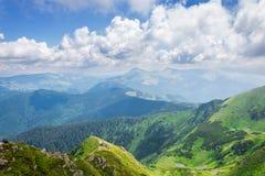 Groene bergen van de Oekraïne, de Karpaten Stock Afbeeldingen