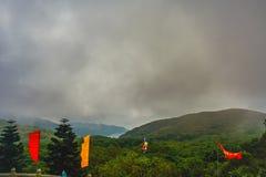 Groene bewolkte heuvels Stock Foto's