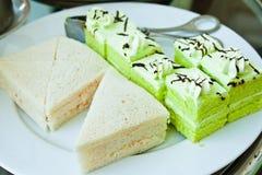 Groene biscuitgebak en sandwiches Royalty-vrije Stock Foto's
