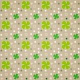 Groene Bladeren op Bruin Stock Afbeelding