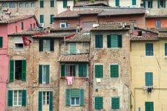Groene blinden in de oude stad van Toscanië Royalty-vrije Stock Afbeeldingen